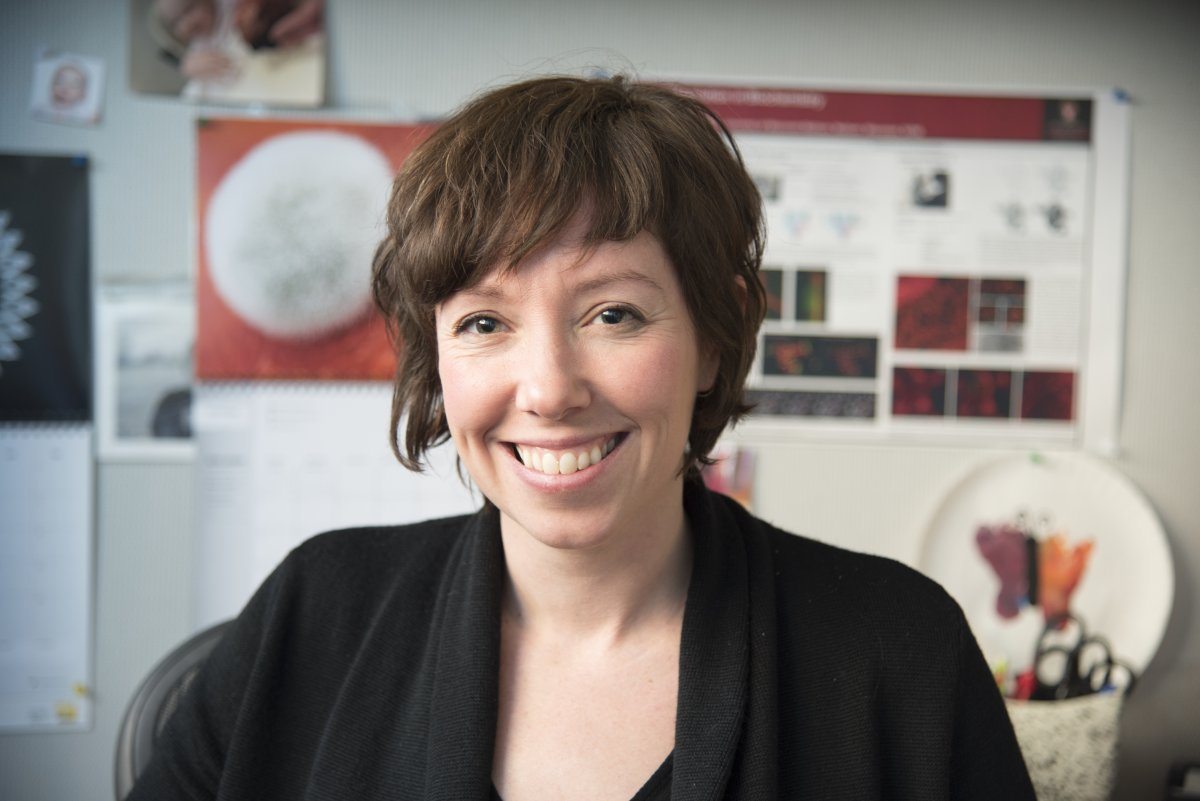 Photo of Elle Kielar-Grevstad, the director of the Biochemistry Optical Core