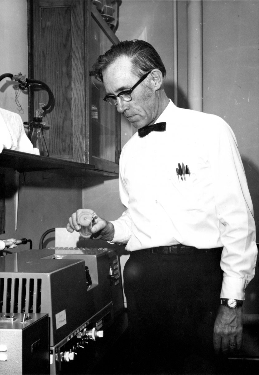Anderson working in his lab during his tenure in the Department of Biochemistry.